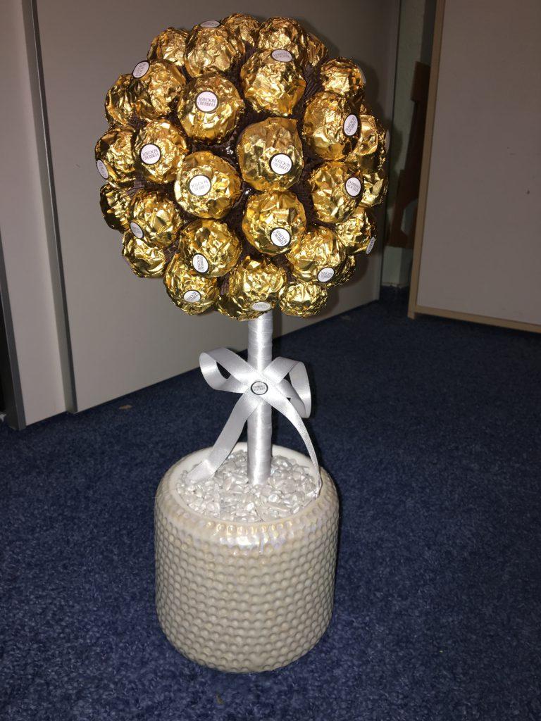 Weihnachtsgeschenke: Christbaumkugel aus gold